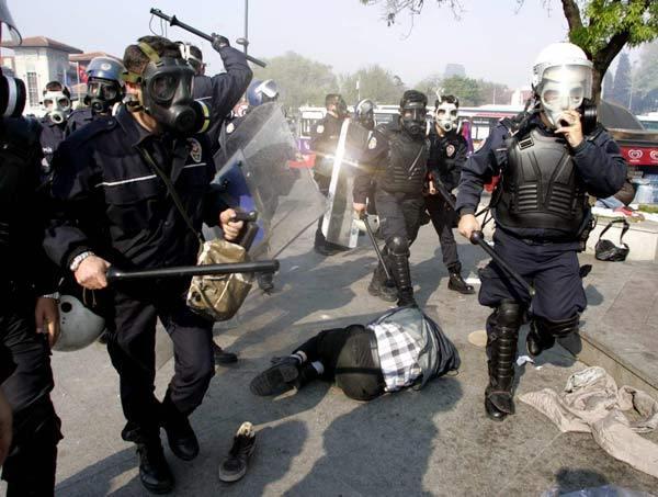 1 Mayıs gösterilerinden bir muharebe...