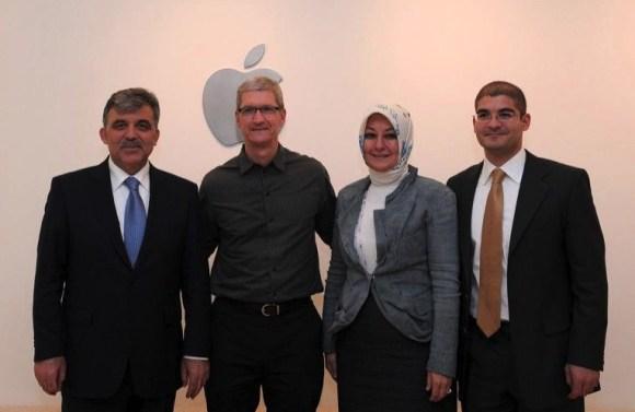 ABD ziyareti sırasında Abdullah Gül Apple CEO'su Tim Cook ile görüşmüştü.