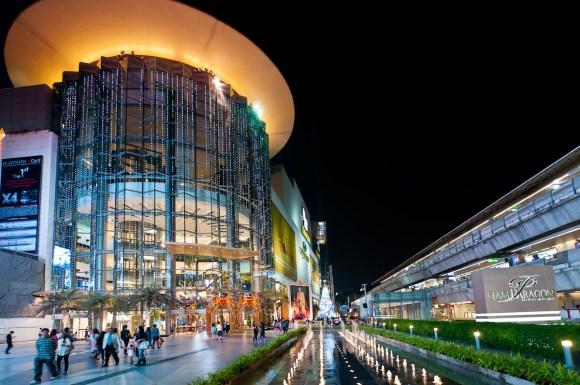 Instagram'ın en çok fotoğralanan mekanı Siam Paragon Alışveriş Merkezi işte böyle bir yer (ama bu kare Instagram'dan değil; Wikipedia'dan)