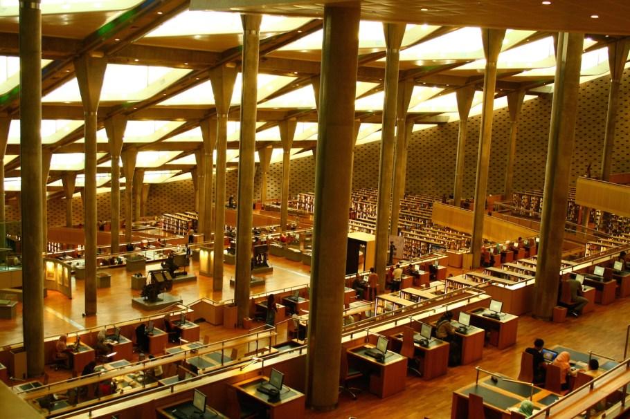 Mısır'ın başkenti Kahire'de hizmet veren bugünkü İskenderiye Kütüphanesi'nden bir kesit.