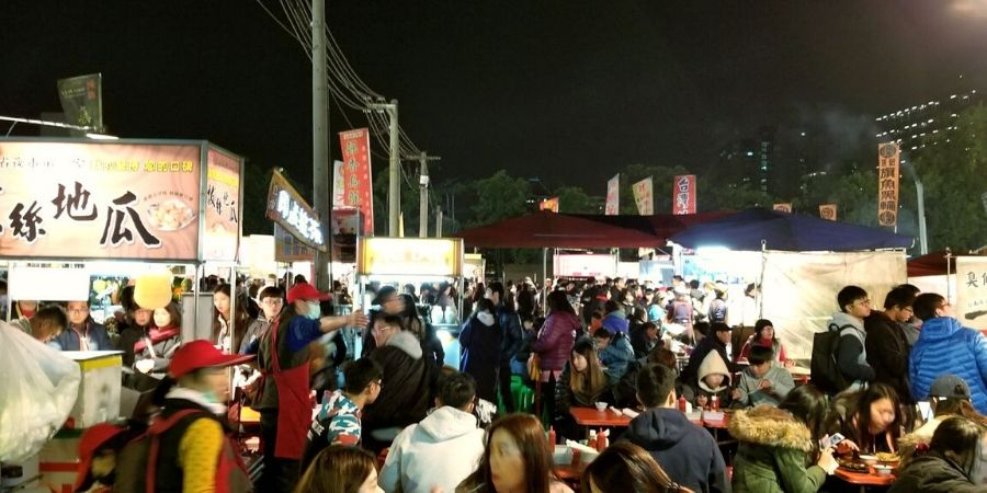 A typical (yet busy) night at Dadong Night Market