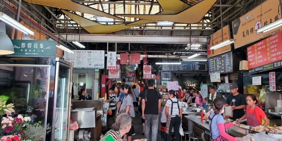 The south entrance of Taichung Second Market is full of food vendors selling all the local favourites.