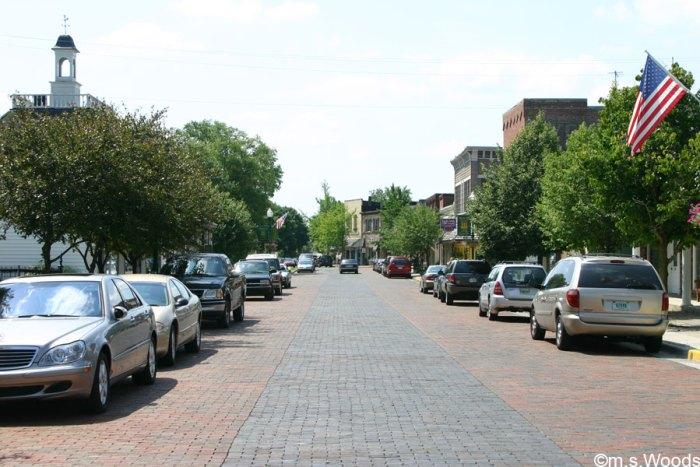 Zionsville-Downtown-Street-View-Zionsville-Indiana