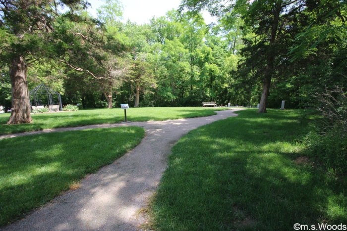 trails-old-friends-cemetery-park-westfield-indiana
