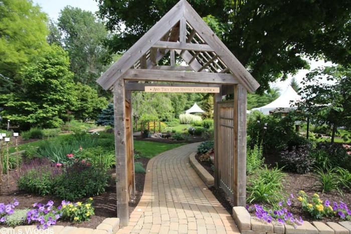 avon-perennial-gardens-walkway