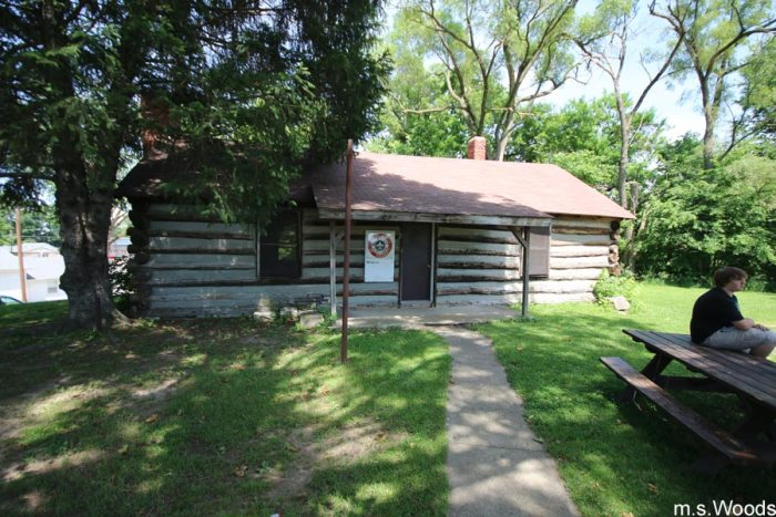 log-cabin-at-old-town-park-mooresville-indiana