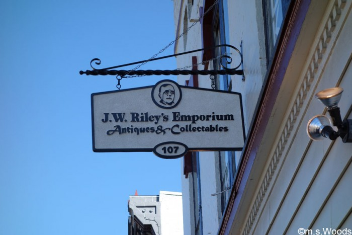 jw-rileys-emporium-antiques-and-collectables-sign