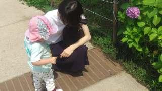 妻と娘(公園にて)