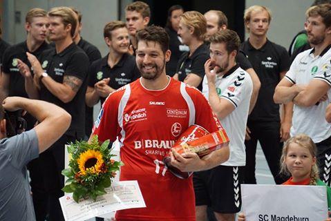 Felix Danner bei der Ehrung zum besten Spieler des Turniers   Foto: Fanclub MT-Trommler