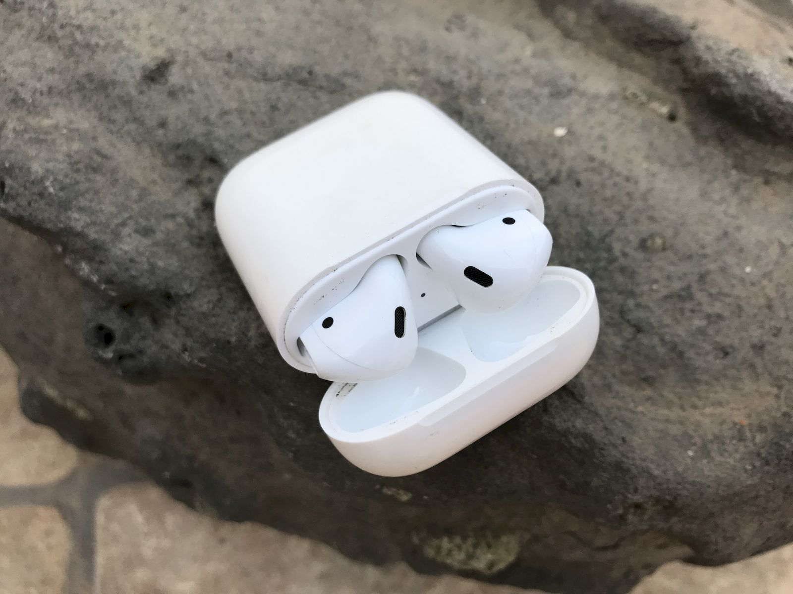 Apple-Airpods-im-Ladecase