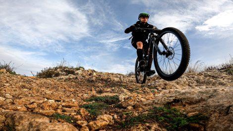 Trek Top Fuel 9.8 GX - Discesa su pietraia