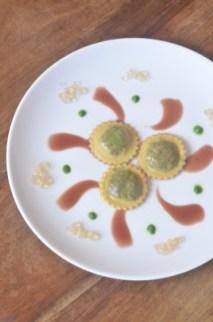 8. Ravioloripieno di fegato con riduzione di melograno, emulsione di prezzemolo e perline di Sauternes di Marina