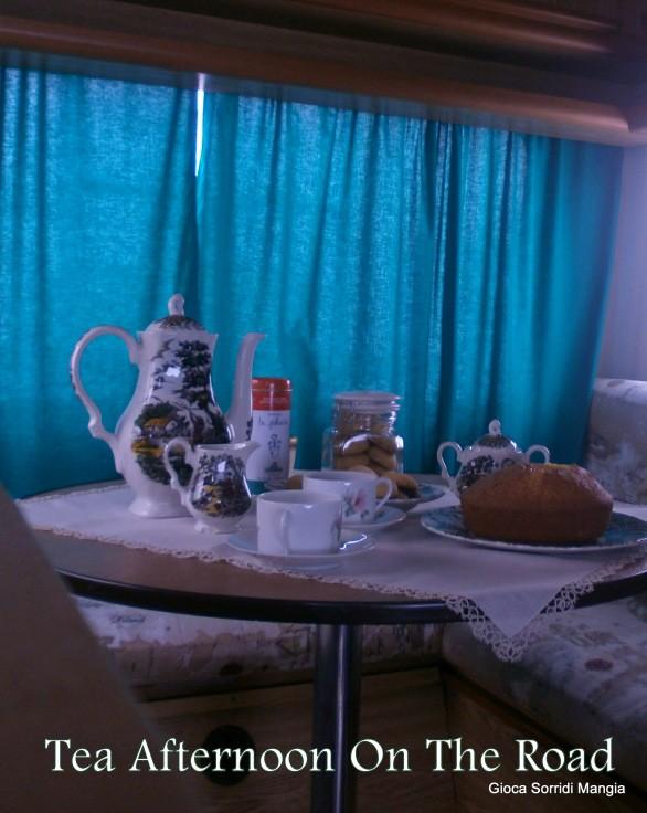 46. un tè on the road con Madeira Cake e biscottini ripieni di Sonia