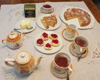 56. l'Afternoon Tea ela stanza dell'acronimo di Susy May