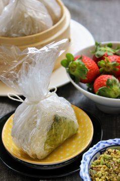2. bocconcini di faraona e riso glutinoso alle fragole, limone e pistacchi di Acquaviva