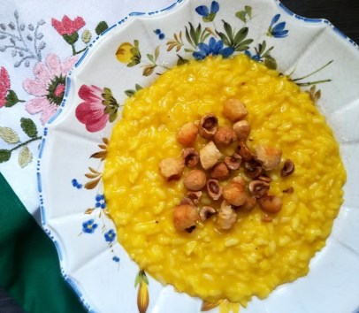 56. risotto allo zafferano, nocciole tostate e popcorn di parmigiano di Francesca