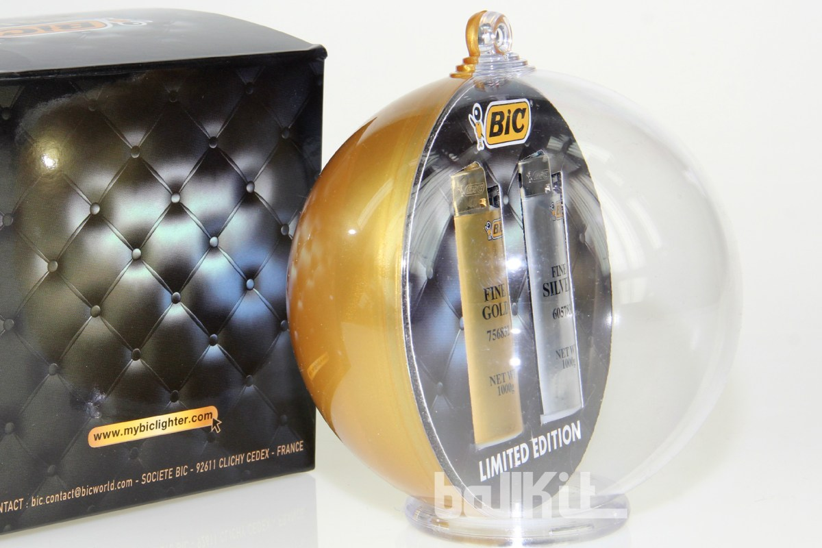 Boule bicolore or et briquets en suspension avec packaging imitation cuir