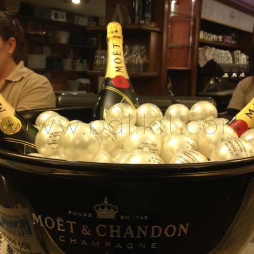 Bulles personnalisées par tampographie dans un sceau à champagne