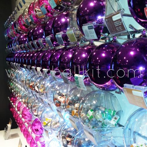 Boules présentoirs diverses couleurs à suspendre, garnies de liquides pour cigarettes électroniques