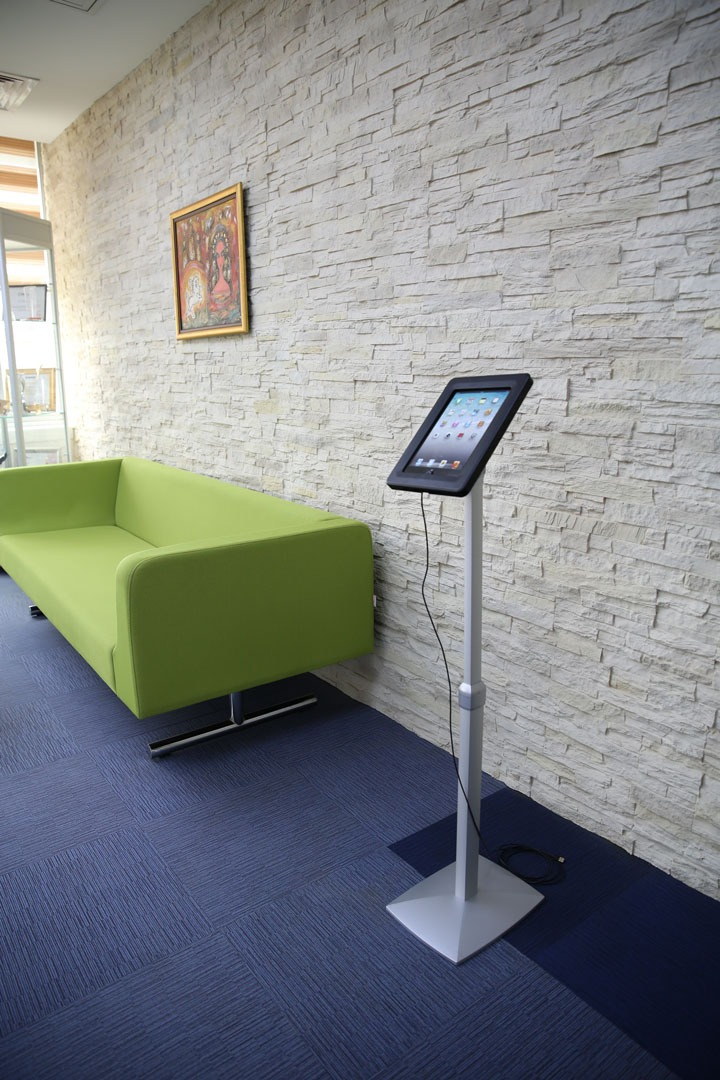Universal Flexible Tablet Kiosk MT Displays