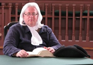 Benjamin Franklin at courthouse in Williamsburg