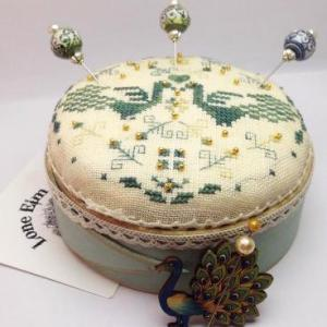 feeling in sandalia pincushion