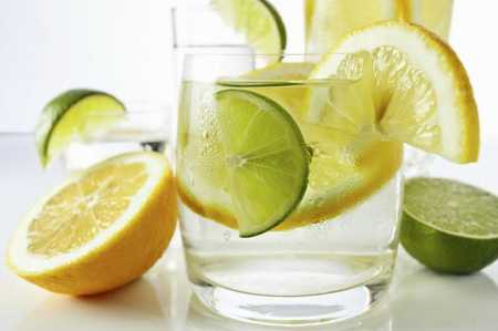 agua con limón