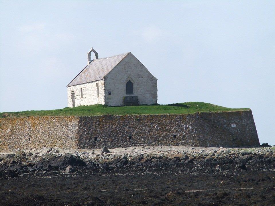 Aberffraw to Porth Cwyfan – Easy Walk on the Anglesey Coastal Path