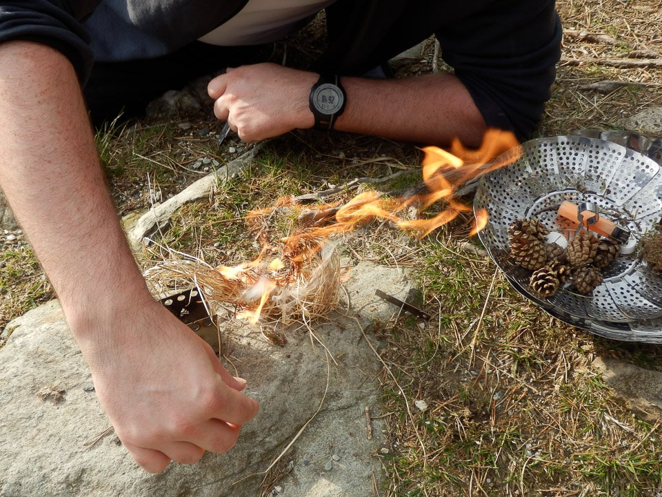 how to start a fire with kindling
