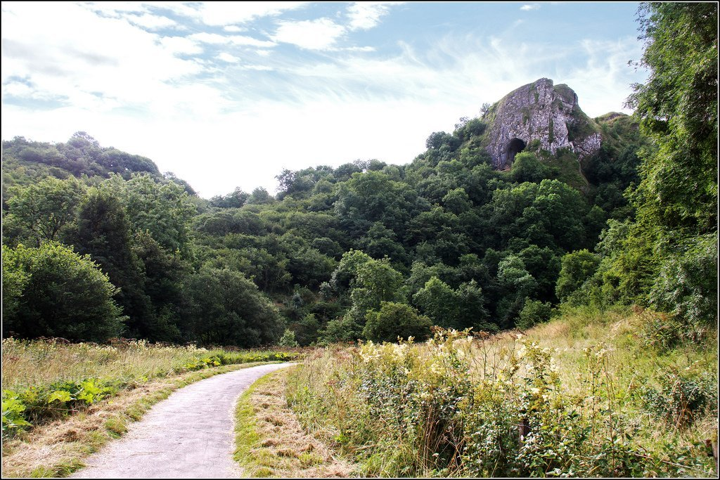 Manifold Valley and Thor's Cave Walk