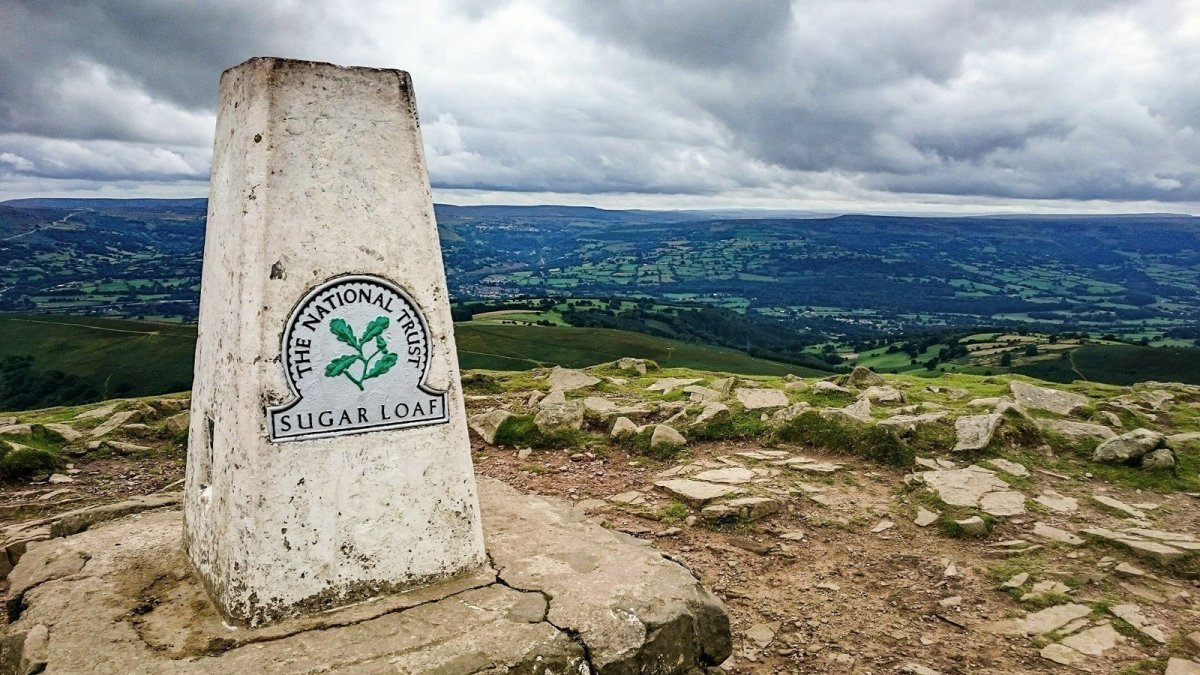 Walk up the Sugar Loaf or Y Fal from Mynydd Llanwenarth - Cambrian Way