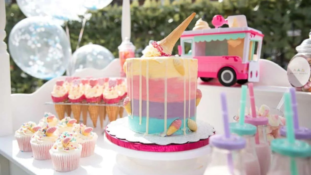 Magnificent Picking The Perfect Cake For Your Sleepover Party Theme Funny Birthday Cards Online Inifodamsfinfo