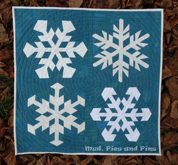 Snowstorm mini quilt | Mud Pies and Pins