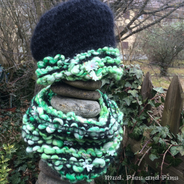 Knitting cowls/scarfs and hats with Knit Collage yarns / Mud, Pies and Pins