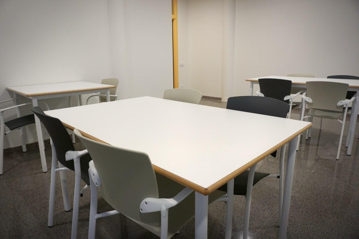 mesas comedor a medida canto de haya barnizado personalizadas silla colectividades comedor sillas eina enea empresa residencia