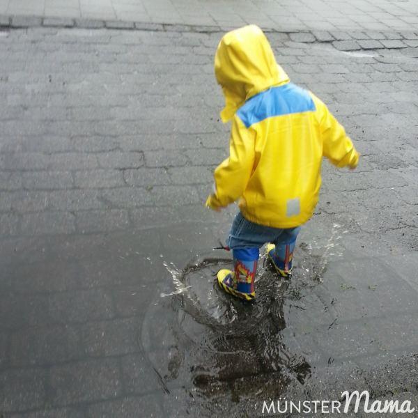 Regenpfuetze_Pfuetzenspringen