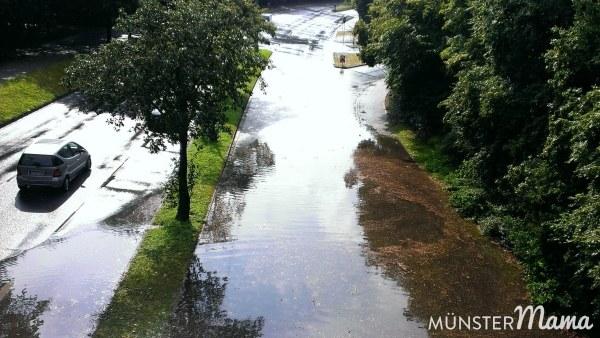 Strasse in Münster überschwemmt