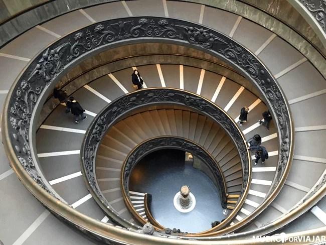 La Escalera de Bramante de los Museos Vaticanos