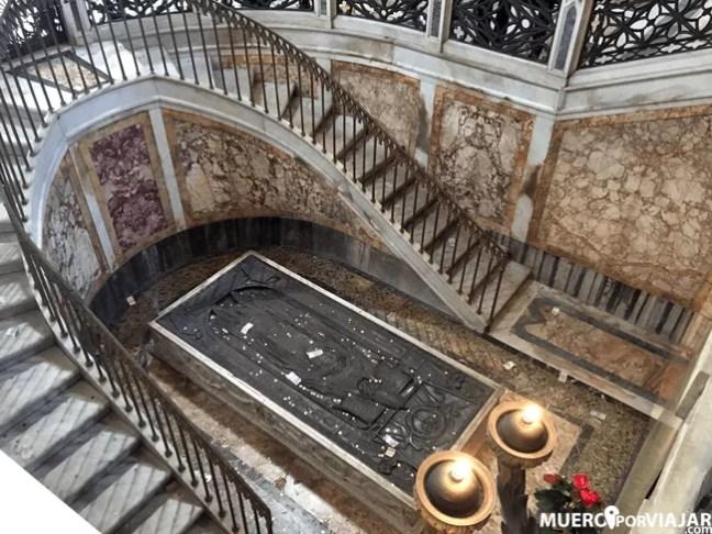 Tumba en la cripta de Santa Maria Maggiore en Roma
