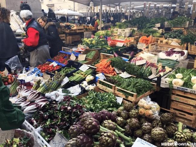 Y también todo tipo de verdura y productos frescos en el mercado del Campo dei Fiori