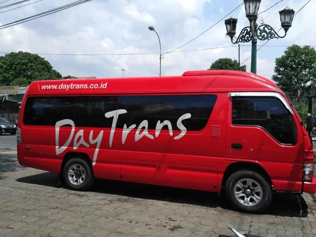 Minibus de la empresa DayTrans para nuestro traslado de Yogyakarta a Semarang