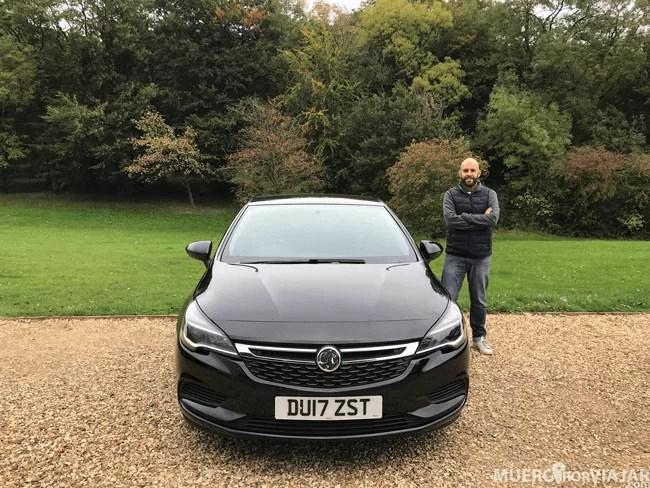 Con nuestro Opel Astra, el coche que usamos en nuestra ruta por los Cotswolds