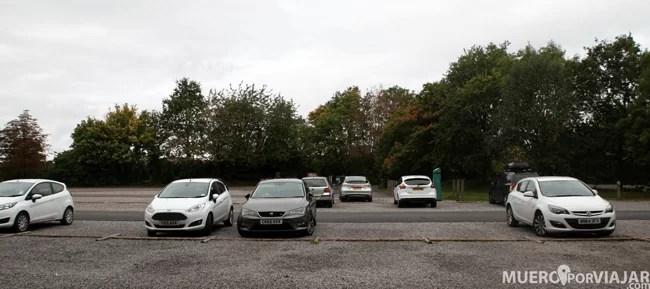 En toda la zona de los Cotswolds hay mucho parking en las entradas a los pueblos