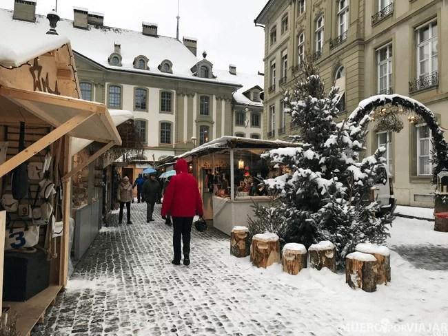 Paseando por el mercado navideño cercano a la catedral