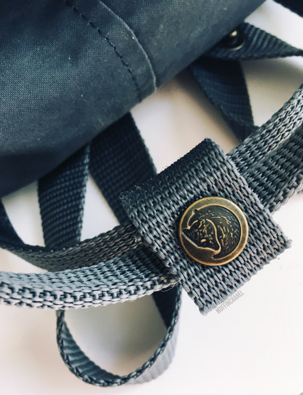 fjallraven kanken backpack review how big what's in my bag muffinchanel detail
