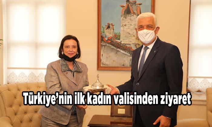 Türkiye'nin ilk kadın valisinden ziyaret