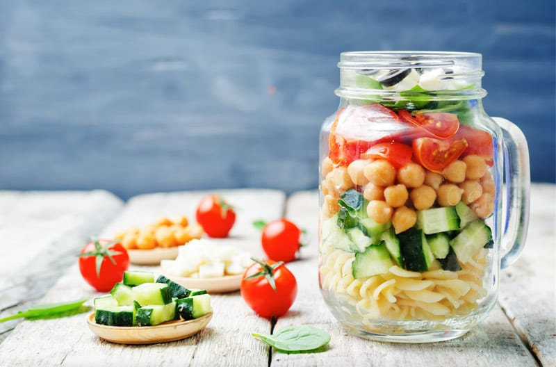 ensaladas-con-pasta-en-mason-jars-
