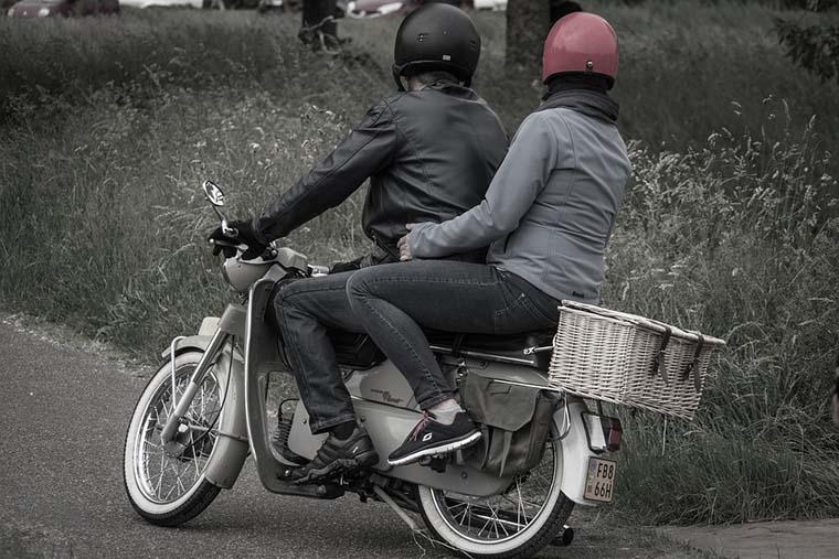 desaparicion del ciclomotor, scooter, moto 49cc, patinete electrico