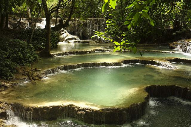 Piscinas de las cascadas Tat Kuang Si en Luang Prabang (Laos)