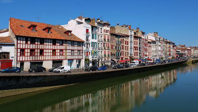 Panoramica de las orillas en Bayona (Francia)